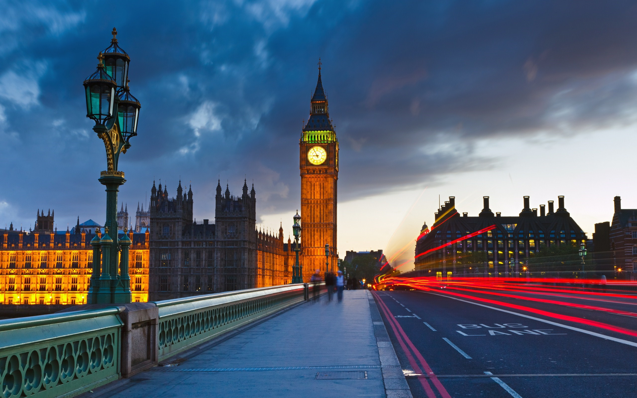 7026335-big-ben-uk-london-city-street-photo